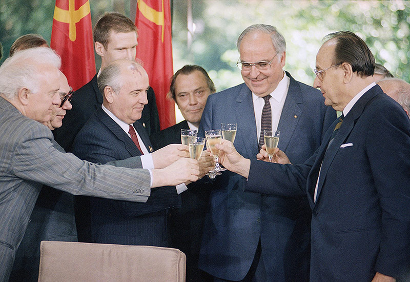Eduard Shevardnadze, Mikhail Gorbatschow, Helmut Kohl und Hans-Dietrict Genscher