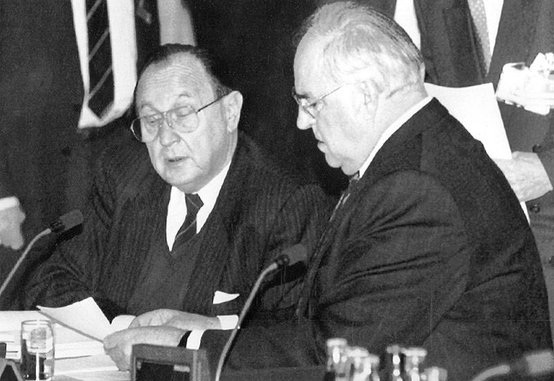 Helmut Kohl und Hans-Dietrich Genscher vor der Unterzeichnung des EU-Vertrags in Maastricht
