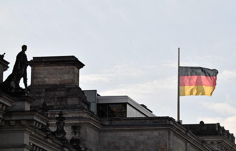 Deutsche Flagge auf Halbmast