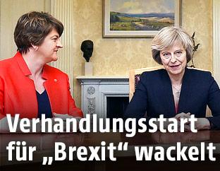 DUP-Vorsitzende Arlene Foster und Premierministerin Theresa May