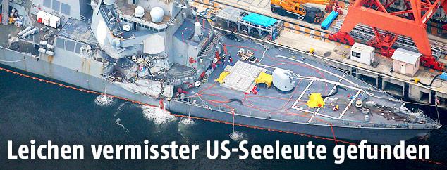 Beschädigte USS Fitzgerald im Hafen von Yokosuka