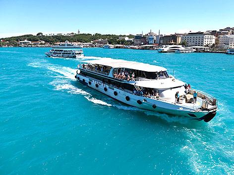 Türkises Wasser am Bosporus
