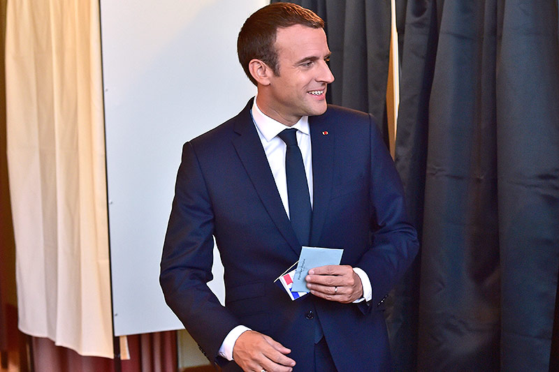 Emmanuel Macron im Wahllokal