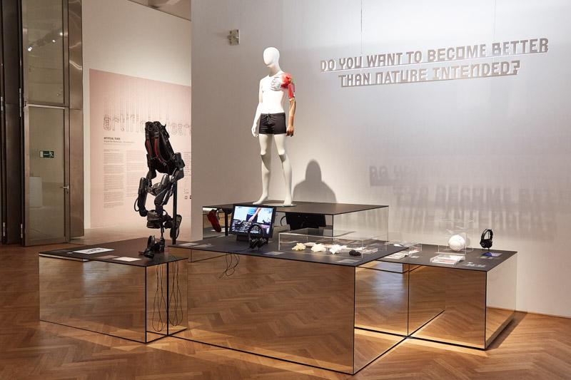 Ausstellungsansicht VIENNA BIENNALE 2017: Roboter. Arbeit. Unsere Zukunft
