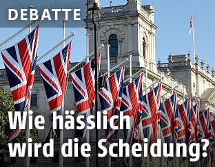 Fahnen am Parliament Square
