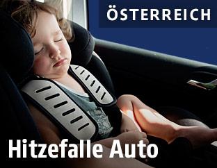 Baby im Auto-Kindersitz