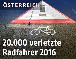 Warnsymbol für Radfahrer auf einer Straße