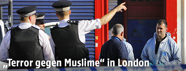 Polizisten und Ermittler in London