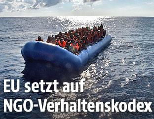 Flüchtlingsboot am Mittelmeer