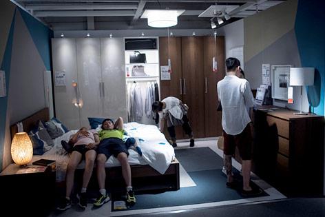 Schlafende Kunden bei IKEA