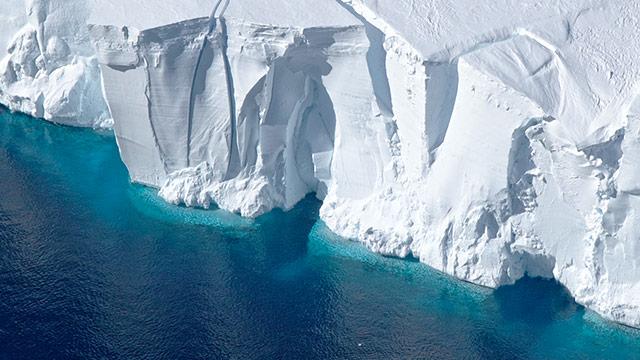 Riesiger Eisberg von Antarktis losgelöst