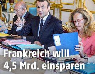Emmanuell Macron und Mitglieder der Regierung