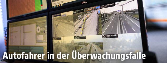Monitor zeigt überwachte Straßen