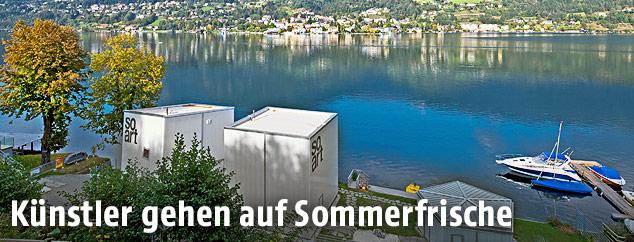 Künstler-Container bei einem Badesee