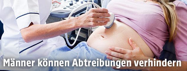 Ultraschalluntersuchung bei einer Schwangeren