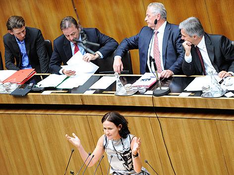 Eva Glawischnig bei einer Sondersitzung