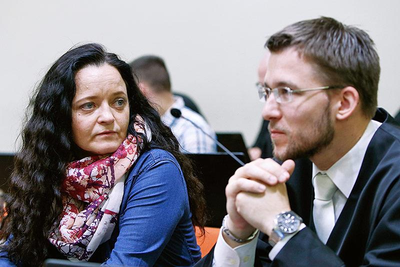 Angeklagte Beate Zschäpe und ihr Anwalt Mathias Grasel