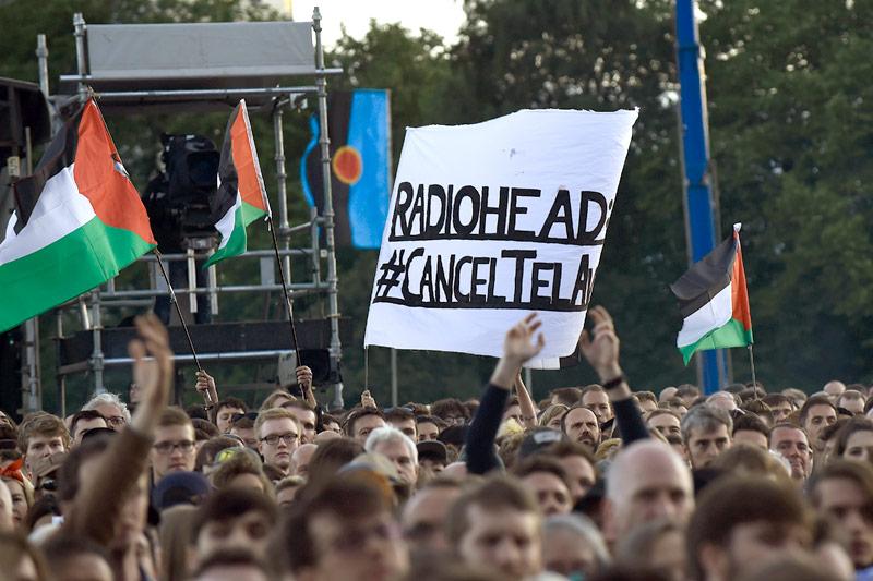 Radiohead Fans mit Anti-Israel-Transparent