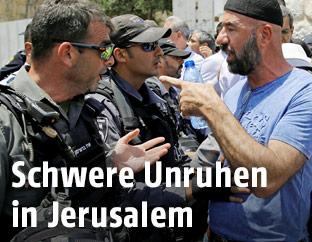 Palestinenser im Streit mit israelischem Polizisten