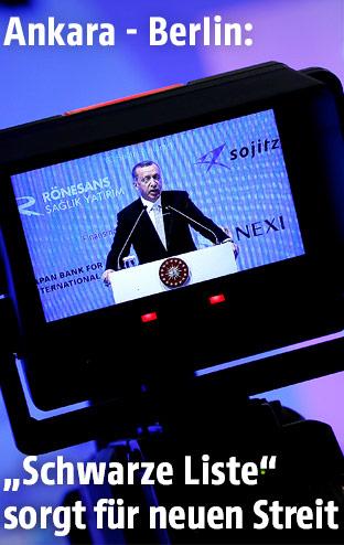 Präsident Erdogan in einer Kamera