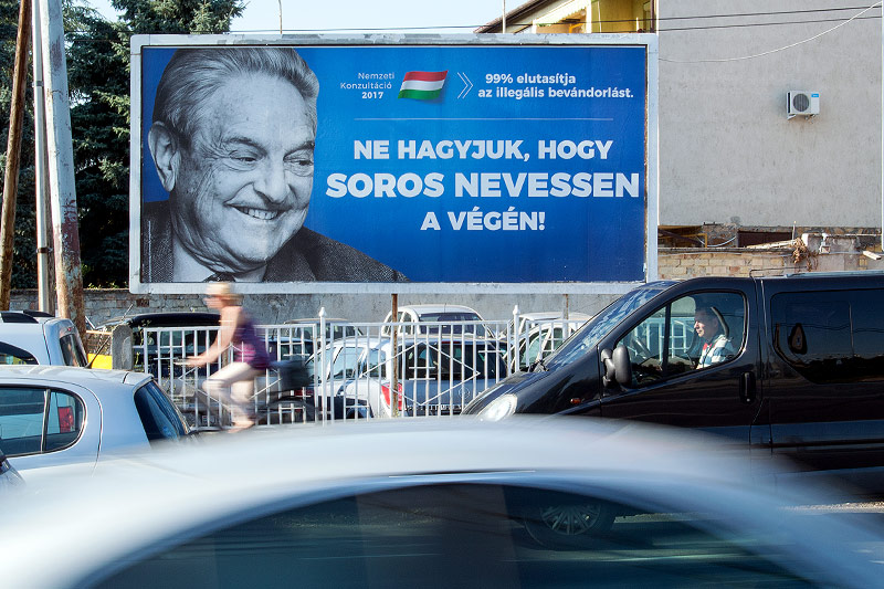 Plakat zeigt George Soros