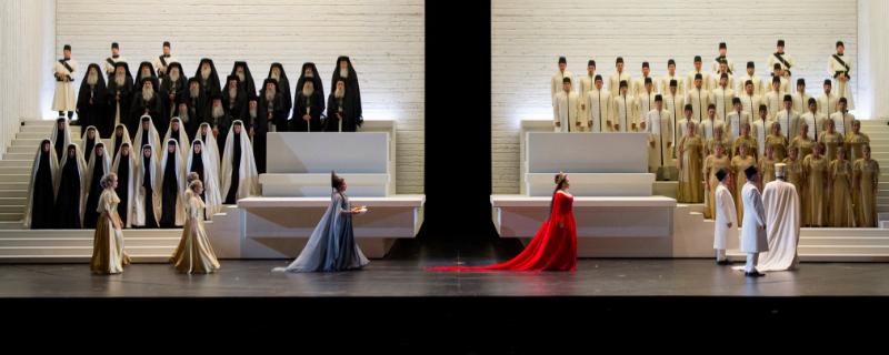 Szenenbild aus der neuen Aida in Salzburg