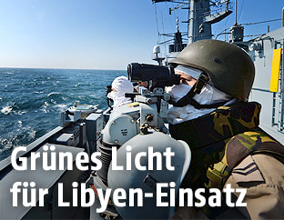 Soldaten auf einem Kriegsschiff