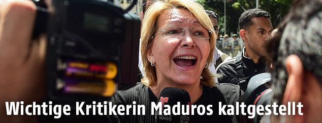 Venezuelas entlassene Generalstaatsanwältin Luisa Ortega spricht mit der Presse