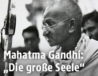 Mahatma Gandhi bei einer Rede 1931