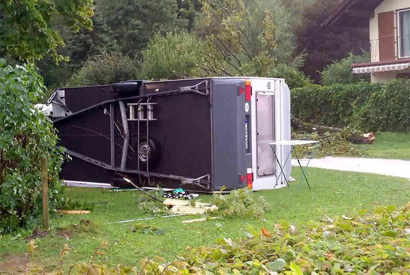 Umgestürzter Wohnwagen