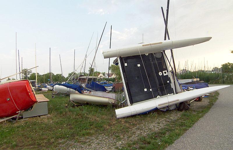 Umgeworfene Boote in Weiden am See