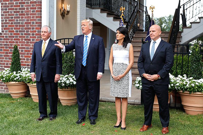 Rex Tillerson, Nikki Haley und McMaster mit Präsident Donald Trump