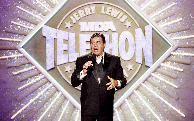 """Jerry Lewis beim 25. Jahrestag von Show """"Jerry Lewis MDA Labor Day Telethon """", 1990"""