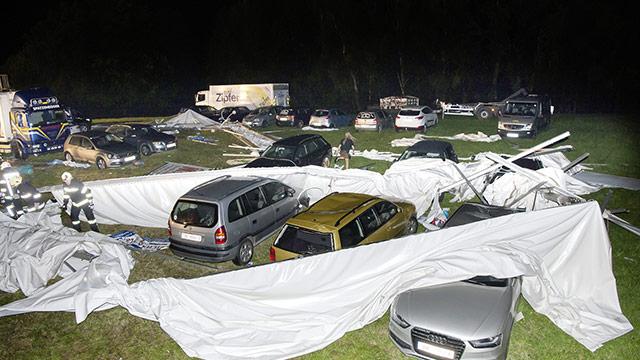 Zelt 2 Tote : Sturm riss zelt um zwei tote und verletzte in oÖ
