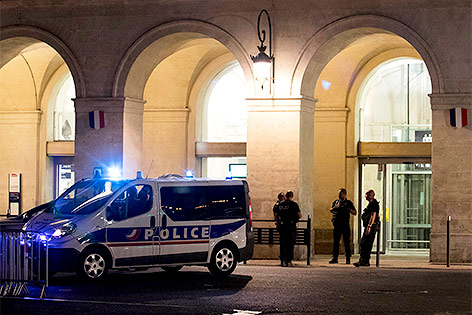 http://orf.at/static/images/site/news/20170833/ticker_nimes_bahnhof_afp.4772069.jpg