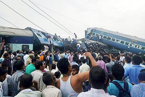 Entgleister Zug in Indien