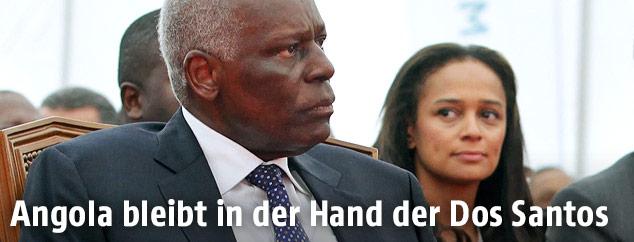 Der angolische Präsident Jose Eduardo dos Santos, im HIntergrund seine Tochter Isabel dos Santos