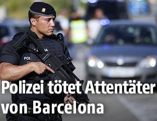 Bewaffneter Polizist
