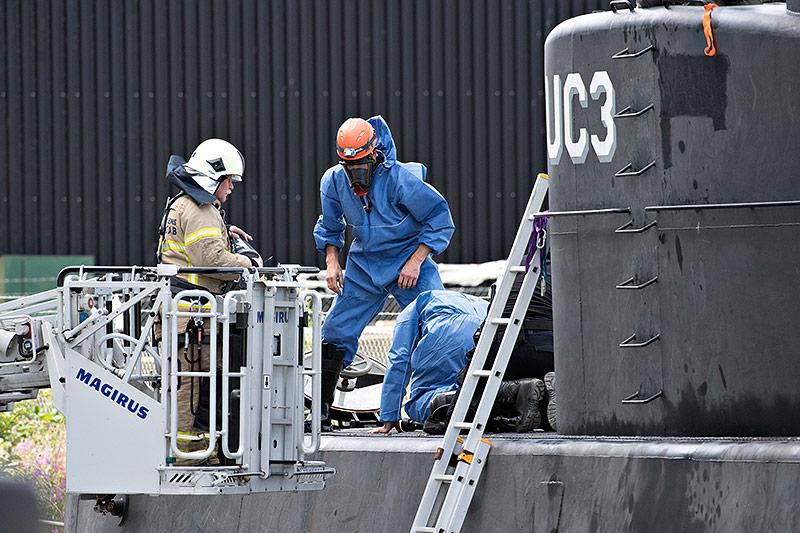 Ermittler auf einem U-Boot