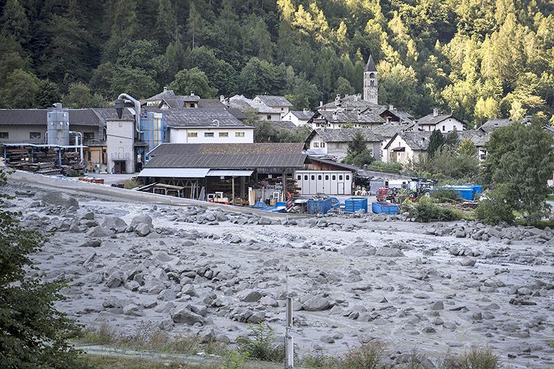 Geröll in der Ortschaft Bondo