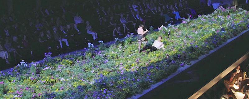Szenenbild aus dem Lear auf Blumenwiese