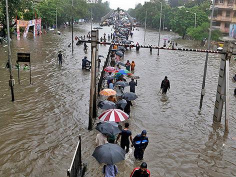 Heftige Regenfälle in Indien: Monsun zerstört Häuser in Mumbai
