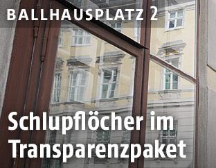 Bundeskanzleramt spiegelt sich in einer Glasscheibe