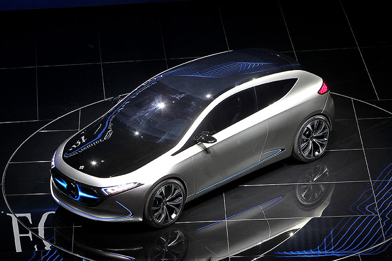 Der Mercedes EQA auf der Internationalen Automobil-Ausstellung (IAA) in Frankfurt am Main