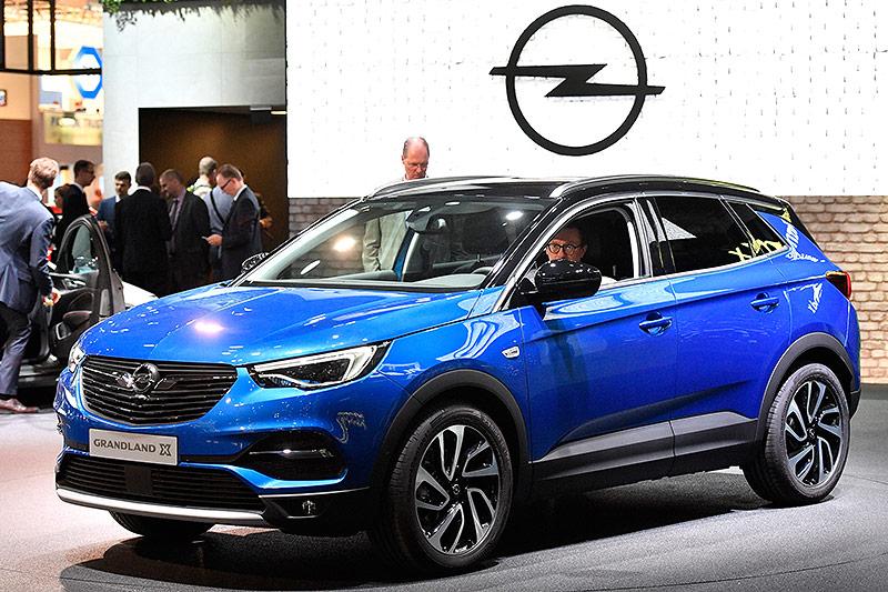 Ein Opel Grandland X auf der Internationalen Automobil-Ausstellung (IAA) in Frankfurt am Main