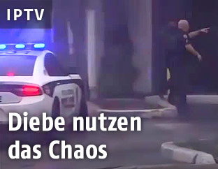 Polizeiauto und ein Polizist
