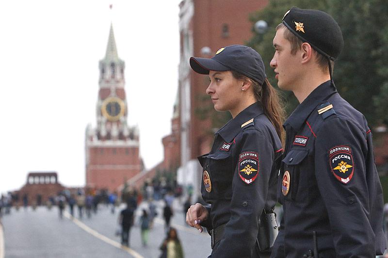 Polizisten am Roten Platz in Moskau