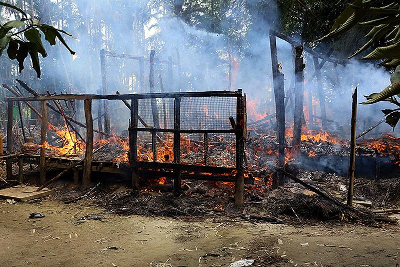 Abgebranntes Haus in Myanmar