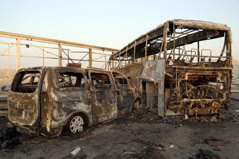 Fahrzeugwracks nach dem Anschlag