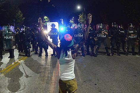 Krawalle nach Freispruch von weißem Polizisten in Missouri